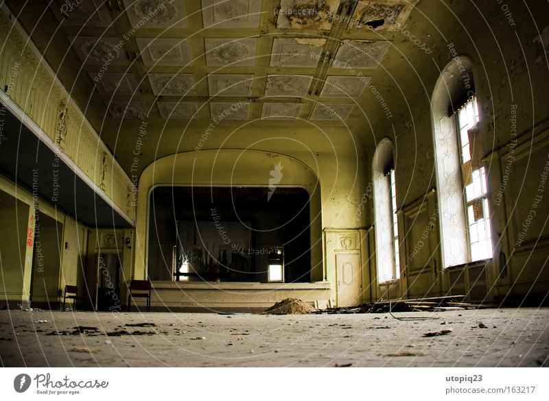 Meine Damen und Herren heute Abend singt für Sie ... alt gelb Architektur Raum Kunst Feste & Feiern gold Tanzveranstaltung leer kaputt Kultur verfallen Saal