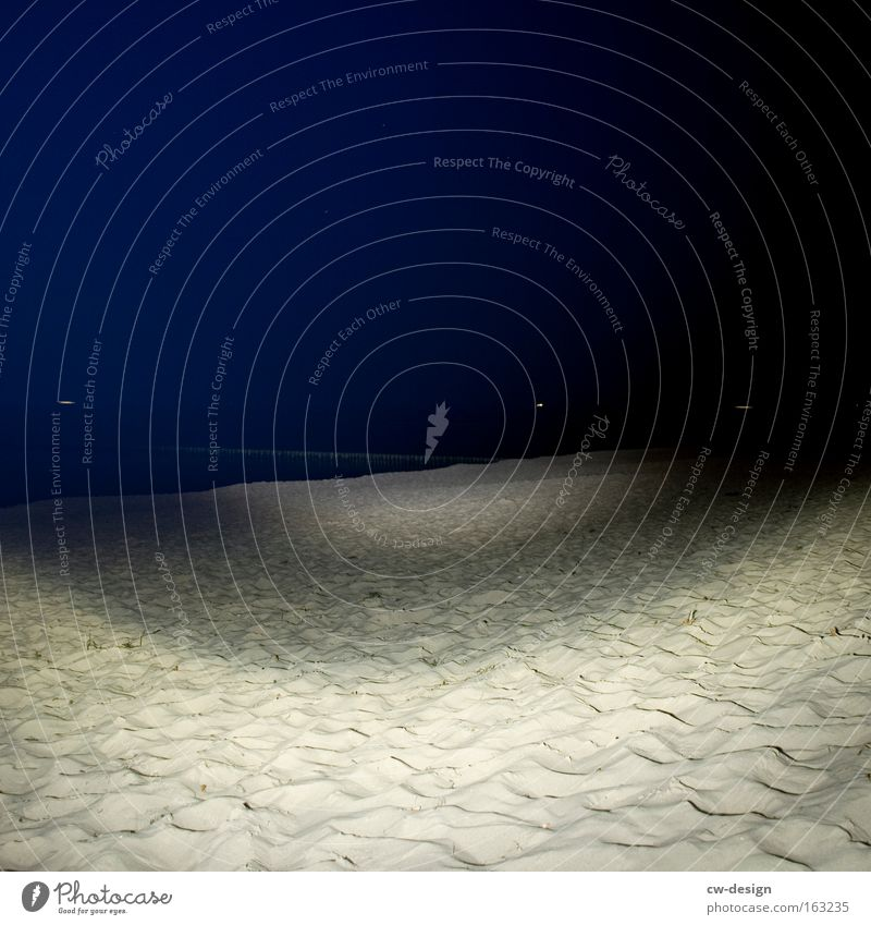 Die Nacht zum Tag machen Natur Wasser Strand Ferien & Urlaub & Reisen Einsamkeit dunkel See Sand Beleuchtung Küste Angst Erde leer Mond Ostsee