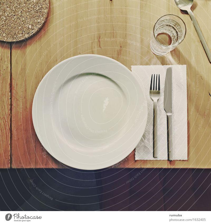 Tischlein deck' dich Ernährung Geschirr Teller Glas Besteck Messer Gabel Löffel Essen trinken warten rund zurückhalten Appetit & Hunger Erwartung Lomografie