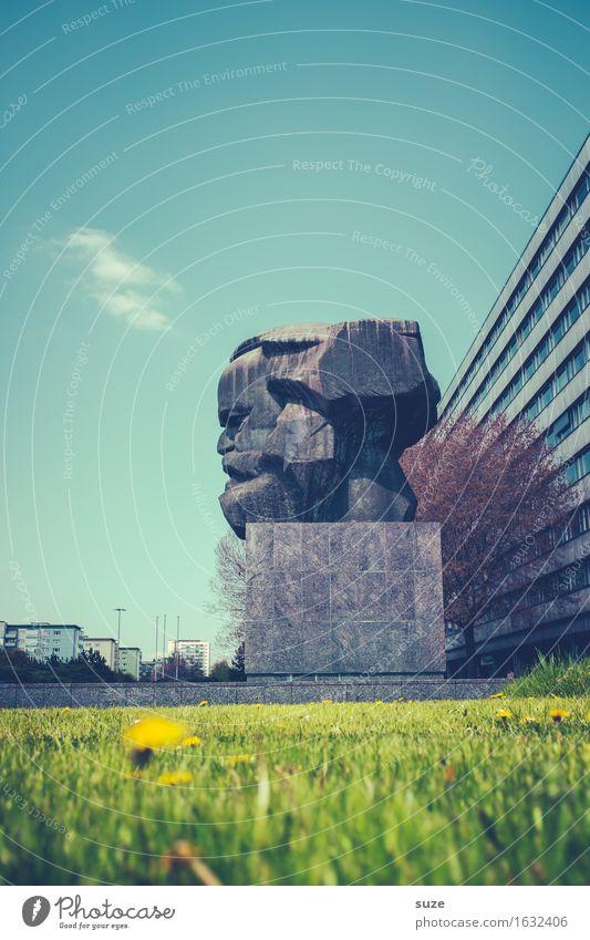 Kopf hoch! Umwelt Natur Frühling Wiese Stadt Stadtzentrum Palast Bauwerk Architektur Sehenswürdigkeit Wahrzeichen Denkmal alt blau grün Stimmung