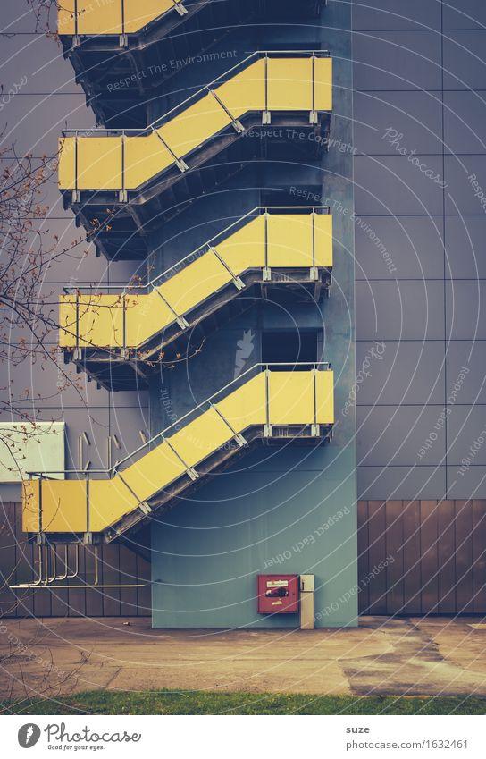Externer Laufpass Häusliches Leben Wohnung Haus Umwelt Stadt Stadtrand Gebäude Architektur Mauer Wand Treppe Fassade Stahl alt retro blau gelb Sicherheit
