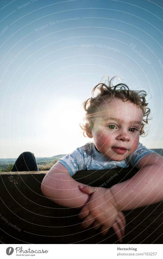 Schon die kleinen, wissen wie man chillt Kind schön Sommer Erholung Stimmung offen frisch Locken direkt Ehrlichkeit
