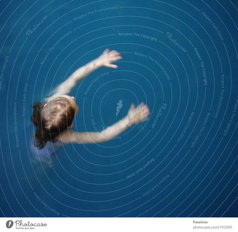 Seepferdchen Kind Wasser Mädchen blau Freude Ferien & Urlaub & Reisen Arme nass Fisch Schwimmbad Hotel üben