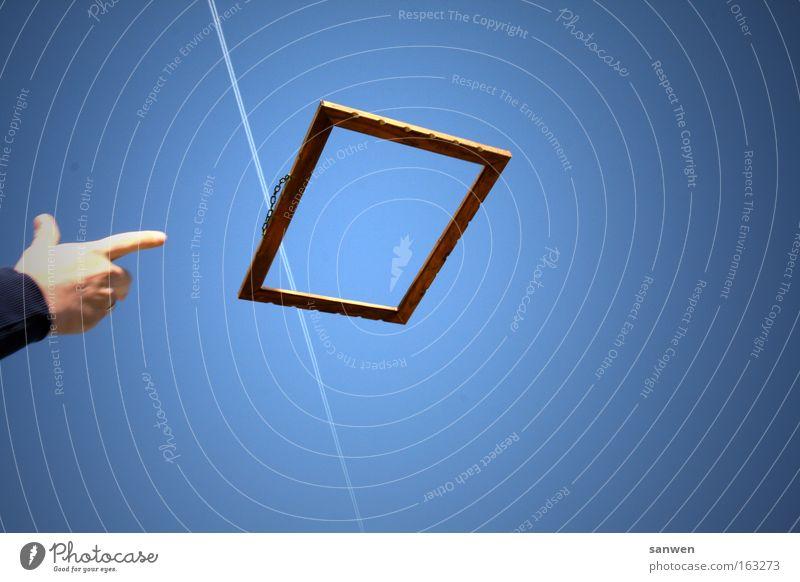flugobjekte Rahmen Bilderrahmen verpackt eingezäunt gefangen fliegen Luftverkehr Flugzeug Himmel Fluggerät Hand werfen blau Fotografie eingerahmt holzrahmen