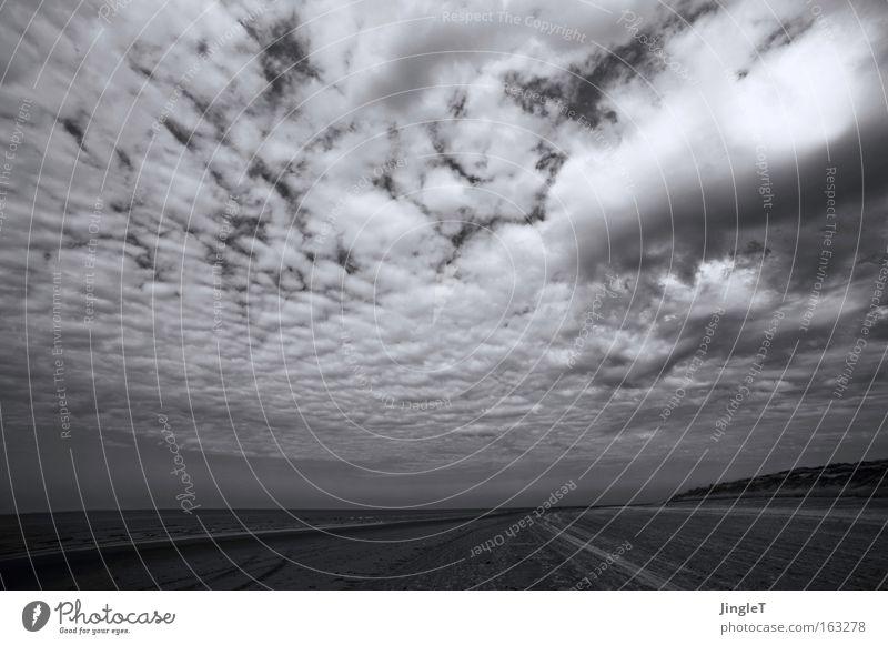 cloudy Himmel Meer Strand Wolken Einsamkeit Ferne Erholung Küste Insel Sehnsucht tief Schwarzweißfoto Niederlande dramatisch Ameland