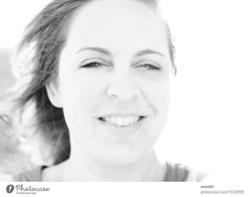 Gegenwind Freizeit & Hobby Mensch feminin Junge Frau Jugendliche Erwachsene 1 30-45 Jahre Gefühle Stimmung Freude Fröhlichkeit Zufriedenheit Lebensfreude lachen