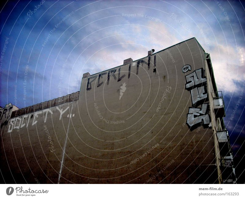 society berlin Haus Berlin Wand Gesellschaft (Soziologie) sozial Hiphop Straßenkunst protestieren Tagger