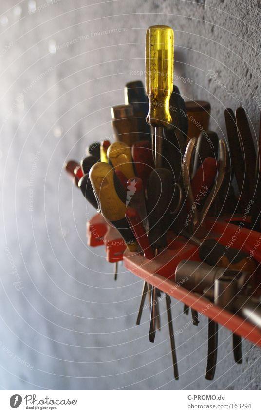 Nein, den Kreuzschlitz du Dummfisch! ;-) Wand Ordnung Handwerk Werkstatt Sammlung Werkzeug Garage Reparatur heimwerken Schraubendreher Kreuzschlitzschraube