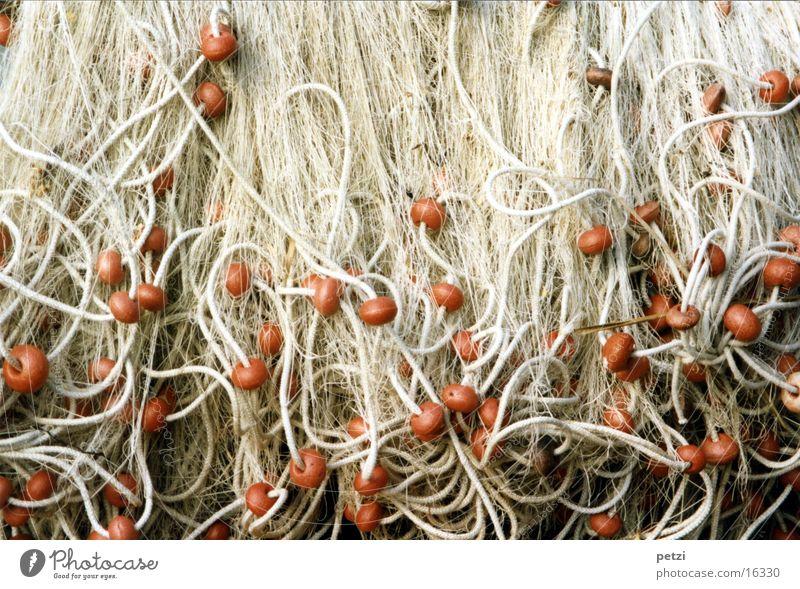 Fischernetze weiß rot Seil Netz Handwerk Angeln durcheinander Nähgarn Styropor