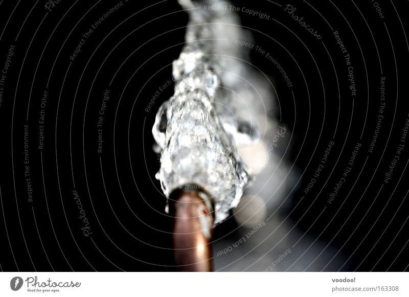kaltes, klares Wasser! Wasser schwarz Leben Kraft Wassertropfen nass Energie Kraft Tropfen rein edel Wasserhahn Kupfer kupfer