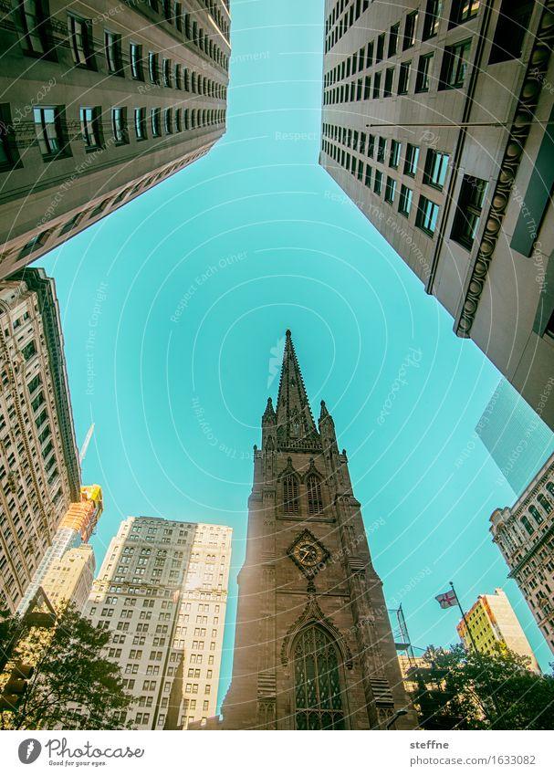 East Coast Hochhaus Kirche Stadt Religion & Glaube Manhattan New York City zyan Schönes Wetter Gotik Farbfoto Außenaufnahme Menschenleer Textfreiraum Mitte