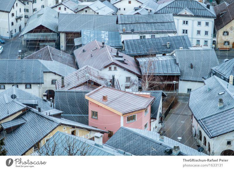 A House in the Mittelhofer-Street :-) Dorf Menschenleer Haus blau braun grau rosa weiß Engadin Scuol Tarasp Ferien & Urlaub & Reisen Kanton Graubünden Schweiz