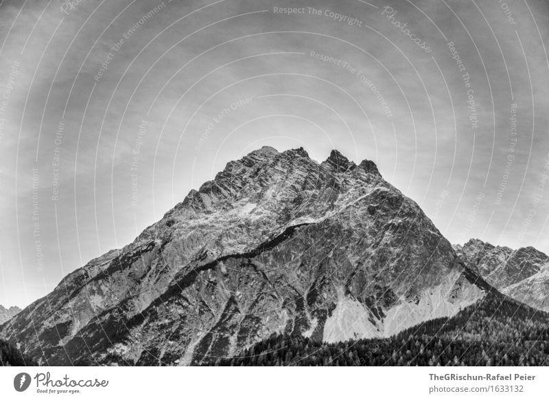 THE MOUNTAIN Umwelt Natur Himmel Hügel Felsen Alpen Berge u. Gebirge Gipfel schwarz weiß Wald waldgrenze scuol Schweiz Schwarzweißfoto Außenaufnahme