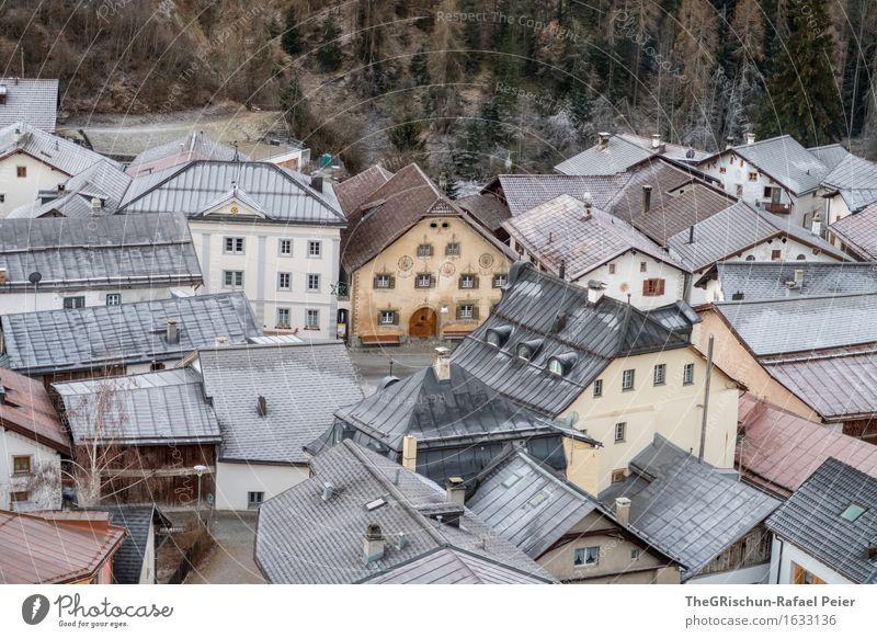schellen ursli Haus? Scuol Schweiz Dorf blau braun gold orange schwarz weiß urchig Engadin engadiner haus Frost Dach Stillleben heimelig Wald Kanton Graubünden