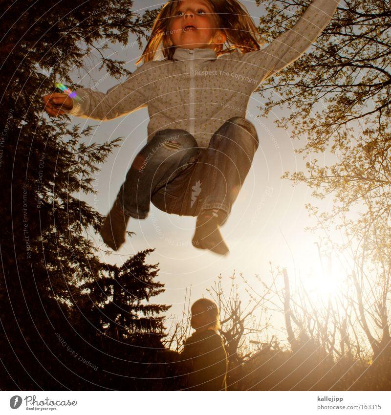 spring-time Kind Mädchen springen Spielen Trampolin Garten Natur Mensch Baum Gegenlicht Freude Bewegung Freizeit & Hobby