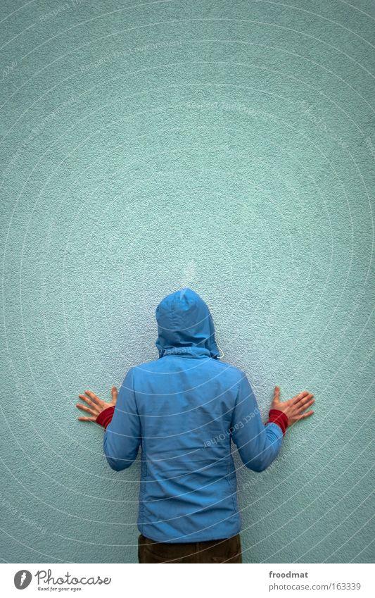 bluetooth connection Jugendliche blau Hand Farbe kalt Wand Gefühle Rücken stehen Coolness Ende Jacke Zukunftsangst Verzweiflung anonym Scham