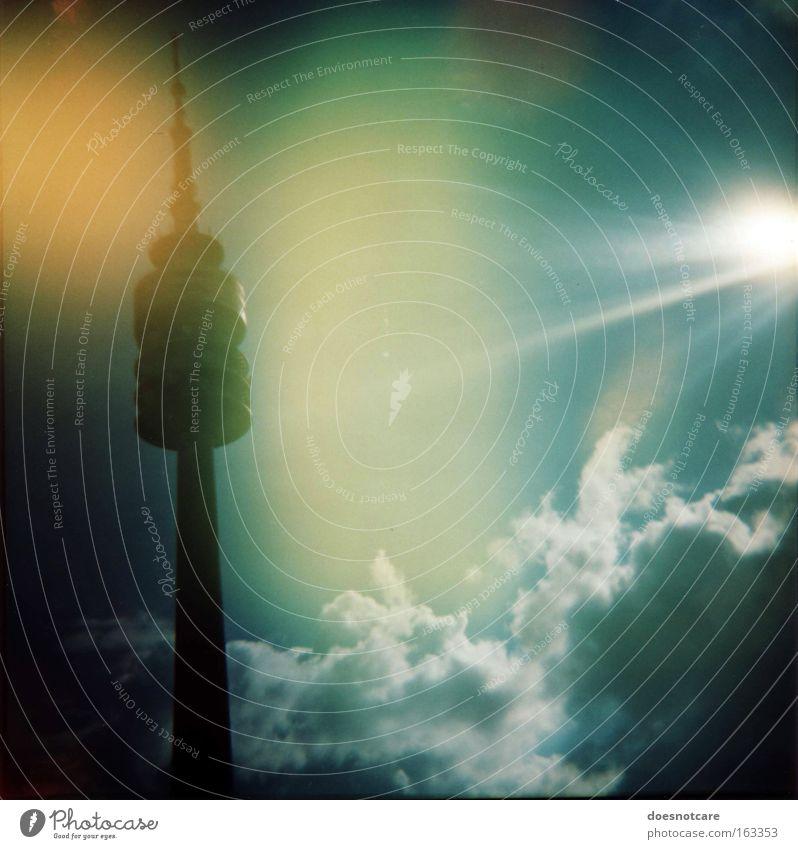 This is SunRay. Sonne Telekommunikation Himmel Wolken München Menschenleer Turm Architektur Antenne Sehenswürdigkeit leuchten blau gelb grün diana+ Fernsehturm