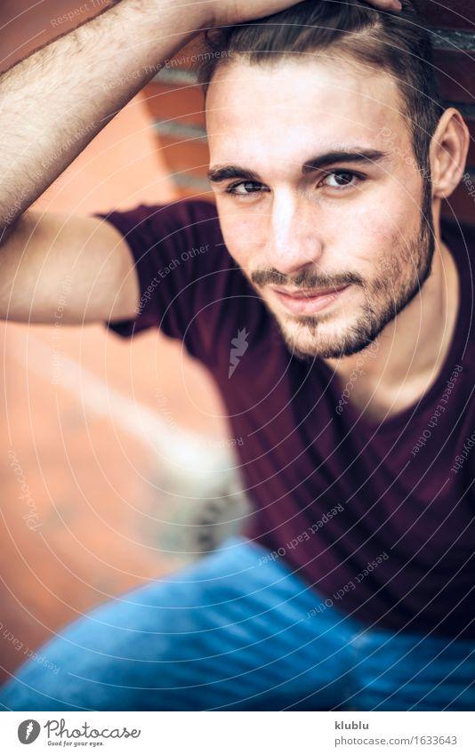 Hübscher kaukasischer junger Mann Stadt schön weiß Gesicht Erwachsene Umwelt Stil Lifestyle Glück Freizeit & Hobby modern Kreativität Lächeln Studium Coolness