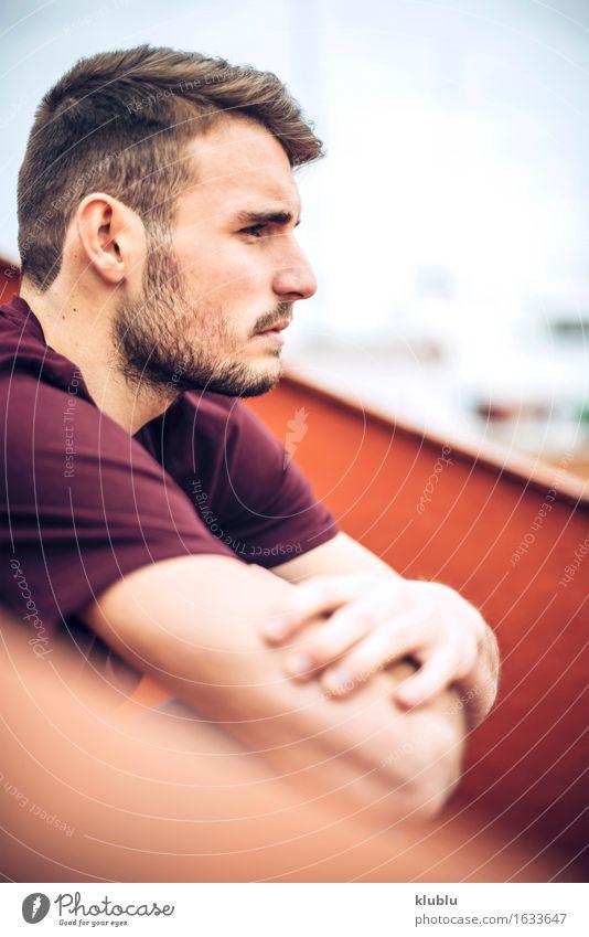 Mann Stadt schön weiß Gesicht Erwachsene Umwelt Stil Lifestyle Glück Freizeit & Hobby Textfreiraum modern Kreativität Lächeln Studium