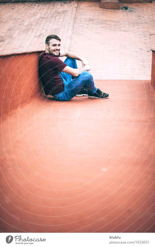 Hübscher kaukasischer junger Mann Stadt schön weiß Gesicht Erwachsene Umwelt Stil Lifestyle Glück Freizeit & Hobby Textfreiraum modern Kreativität Lächeln