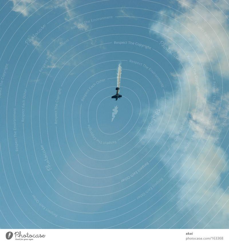 Abwrackprämie Flugzeug fliegen Luftverkehr Aktion Klang YAK-52 Sowjetunion blau Himmel Wolken Rauch Wettflug 2009 Freude Sportveranstaltung Konkurrenz