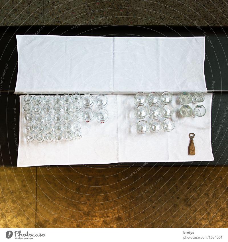arbeitslose Hebamme Getränk Glas Sektglas Lifestyle Tisch Tischwäsche Veranstaltung trinken Feste & Feiern Restaurant Flaschenöffner liegen warten einzigartig