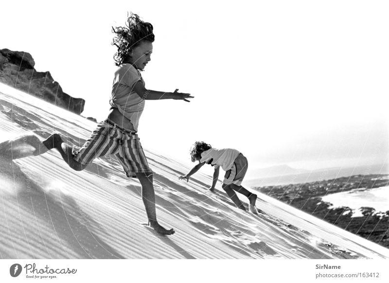 81 [siebenmeilenschritte] Spielen Ferien & Urlaub & Reisen Strand Klettern Bergsteigen Kind Junge Sand Küste rennen Laufsport wegfahren Stranddüne Düne