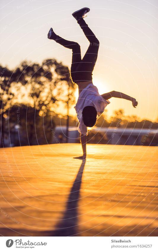 Sonnenuntergang Künstler Lifestyle Sommer Sommerurlaub Sport Fitness Sport-Training Kampfsport Leichtathletik Sportler Mensch Junger Mann Jugendliche