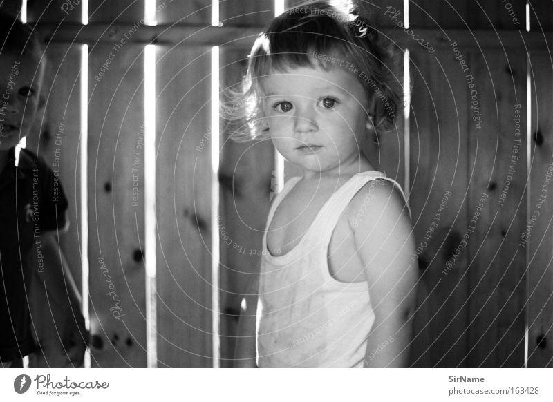 83 [im baumhaus] Glück schön Spielen Freiheit Kind Kleinkind Junge frei Freundlichkeit süß Vertrauen unschuldig Baumhaus Wonneproppen unverstellt