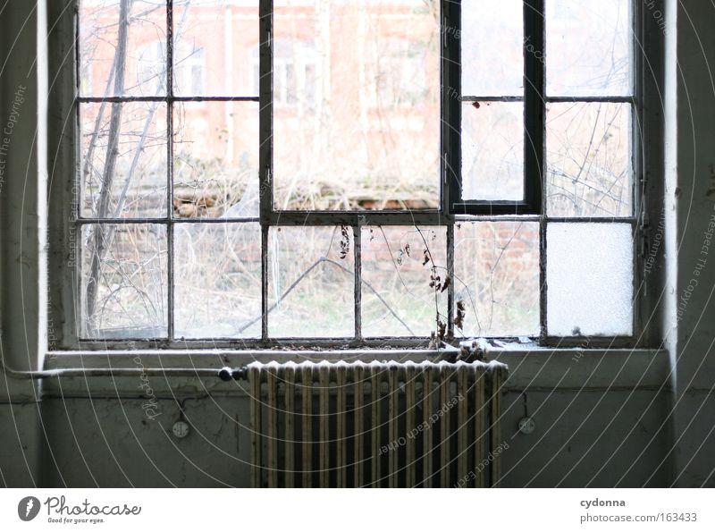 [DD|Apr|09] Einatmen Detailaufnahme Licht Freiheit Fabrik Fenster Glas Romantik Sehnsucht Verfall Vergangenheit Vergänglichkeit Zeit Heizkörper Heizung