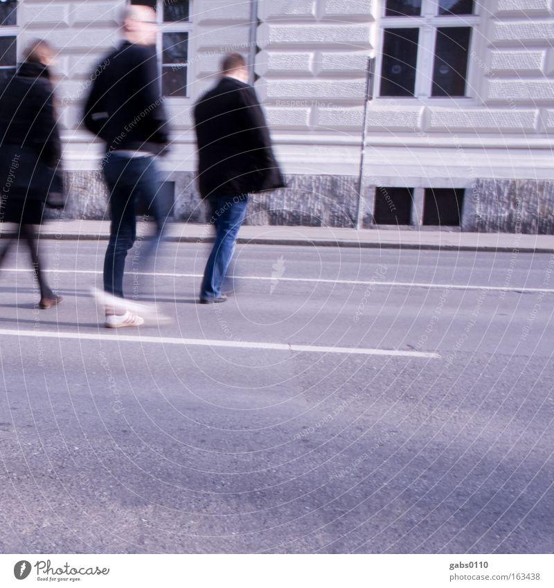 trio Mensch Stadt Straße Bewegung Menschengruppe gehen Verkehr Asphalt Fußgänger Vorsicht Überqueren