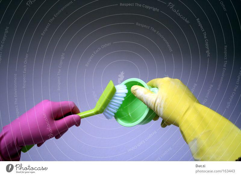 Spülhände Handschuhe Geschirrspülen Aktion linkshändig Schutz Haushalt Farbe Küche Spülbürste schrubben Sauberkeit bunt pink gelb grün Farbkomplex Latexallergie