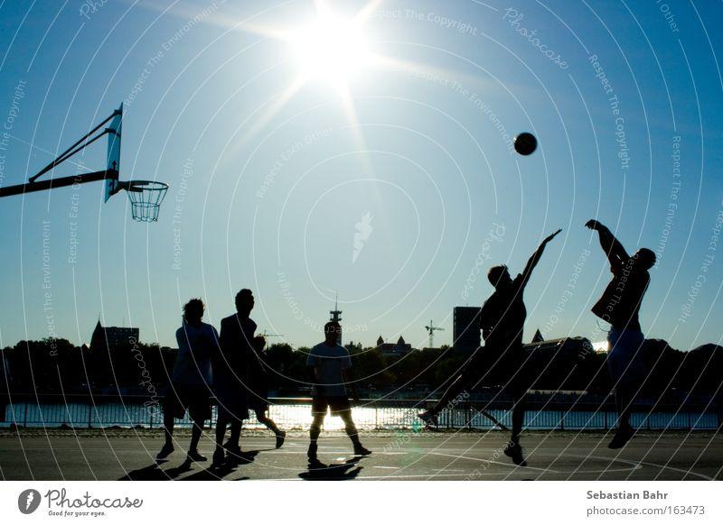 Jumpshot in your Face Himmel Sonne blau Sport springen Spielen Aktion Ball Köln Menschengruppe Block Basketball Nordrhein-Westfalen Ballsport