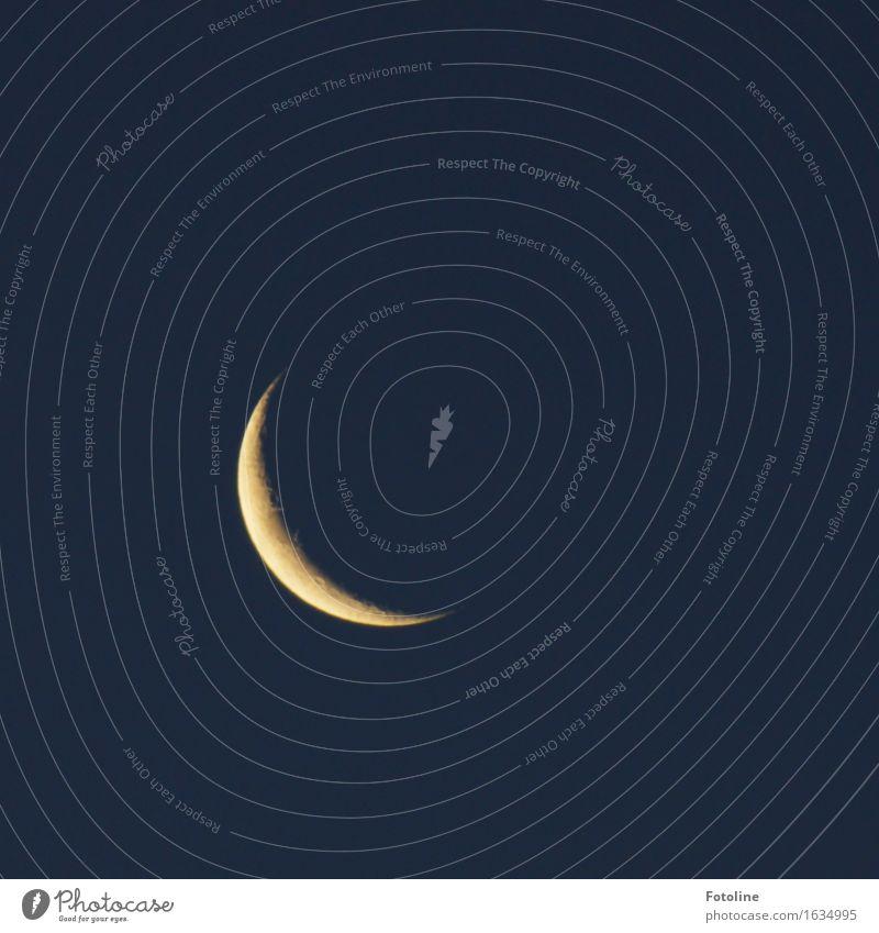 Luna Himmel Wolkenloser Himmel Nachthimmel Mond dunkel dünn nah Sichelmond Mondschein Vulkankrater Langzeitbelichtung Farbfoto Gedeckte Farben Außenaufnahme