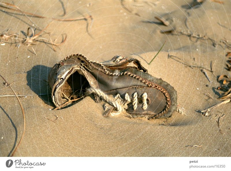 Alter Schuh alt Strand Sand Schuhe