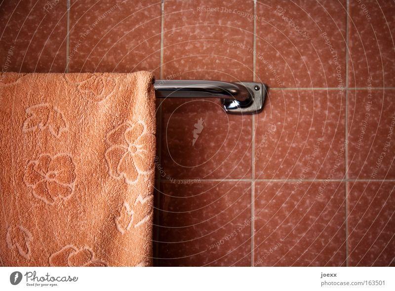 Damen-Bad II alt schön rosa Häusliches Leben retro weich festhalten historisch Fliesen u. Kacheln Wohlgefühl Körperpflege Handtuch Spa
