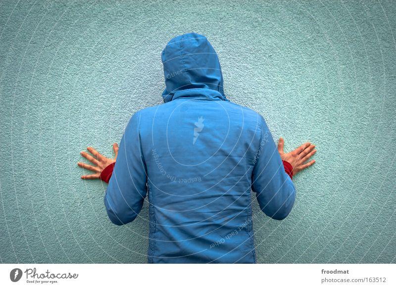 hellblaumann Mensch Mann Jugendliche Hand rot Erwachsene Wand Kopf Mauer Rücken Arme maskulin Design modern lernen