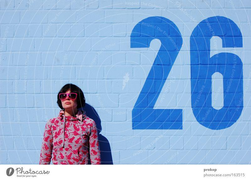 Minus zwei Grad Frau Mensch Jugendliche blau schön Freude Sommer Erwachsene feminin Wand Stil Mauer Mode lustig rosa frei