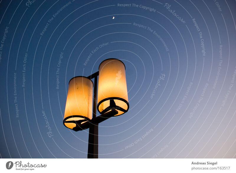 Beleuchtungselemente Himmel blau gelb Wärme hell Schönes Wetter Dresden Laterne Mond Wolkenloser Himmel Nachthimmel