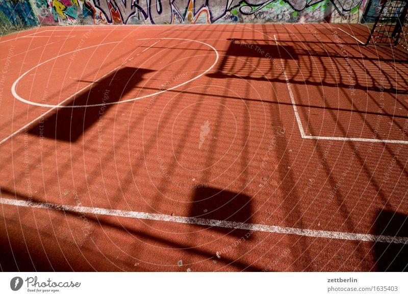 Spielen im Textfreiraum Stadt Sonne rot Sport Linie Häusliches Leben Feld Schilder & Markierungen Ecke Zaun Spielfeld Grenze Eckstoß Tor