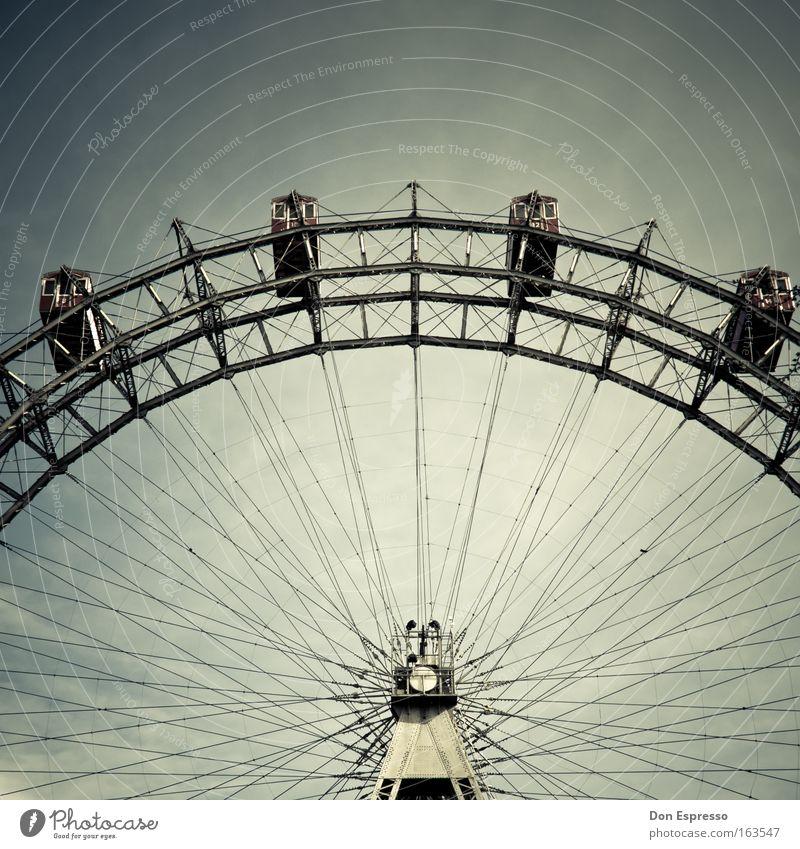 Leiwand! Freizeit & Hobby Jahrmarkt Sehenswürdigkeit Wahrzeichen drehen fahren grau Riesenrad Wien Prater Fahrgeschäfte Karussell Symbole & Metaphern
