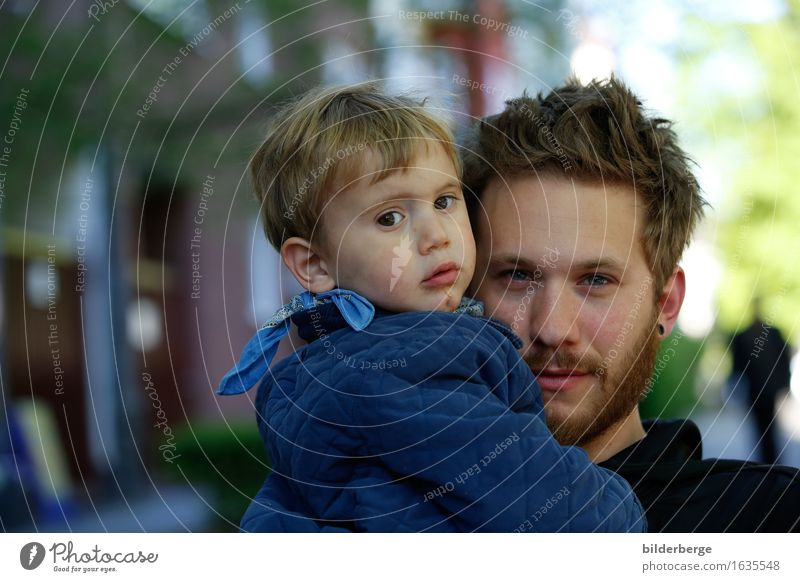 Vater und Sohn Mensch Kind Erwachsene Gefühle Lifestyle Haare & Frisuren maskulin blond Hauptstadt Stadtzentrum brünett Kleinkind Vollbart kurzhaarig