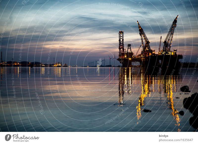 Verladehafen Hoek van Holland Arbeitsplatz Industrie Güterverkehr & Logistik Energiewirtschaft Technik & Technologie Windkraftanlage Kran Wasser Nachthimmel