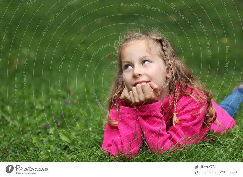 Girl day dreaming ||| Mensch Kind schön Mädchen feminin Religion & Glaube Glück Denken rosa träumen Kindheit Lächeln Zukunft Idee beobachten Hoffnung
