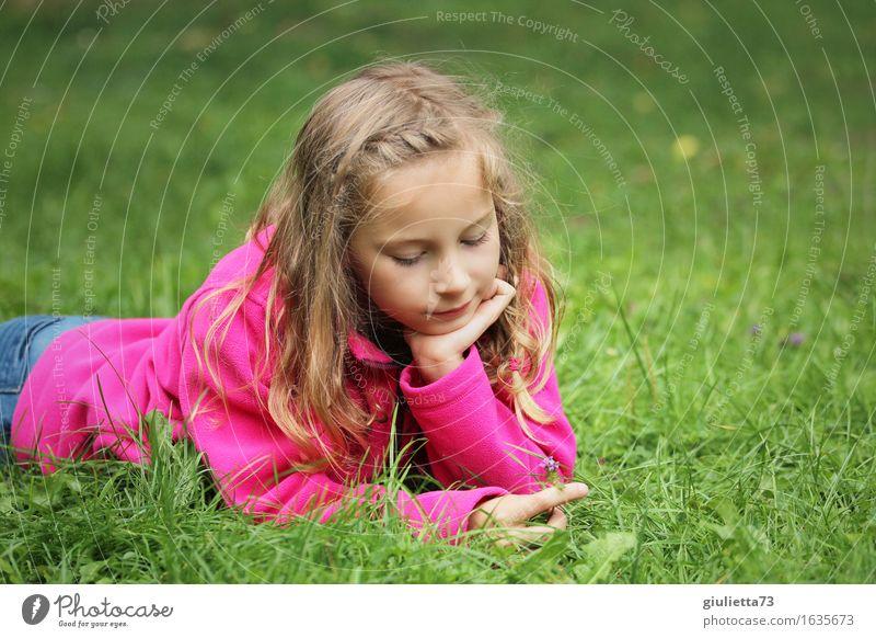 Girl day dreaming IV Mensch Kind schön ruhig Mädchen Leben feminin Religion & Glaube Glück rosa träumen liegen Kindheit Lächeln Zukunft Wandel & Veränderung