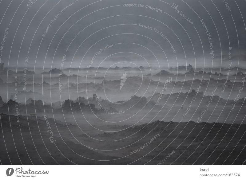 Nebel Natur Ferien & Urlaub & Reisen ruhig Einsamkeit dunkel Berge u. Gebirge Landschaft grau Ausflug Felsen bedrohlich Urelemente bizarr kahl Ebene
