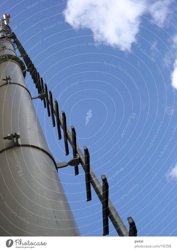 Aufstieg! Wohin? Wolken aufsteigen hoch Industrie Strommast Leiter blau Himmel