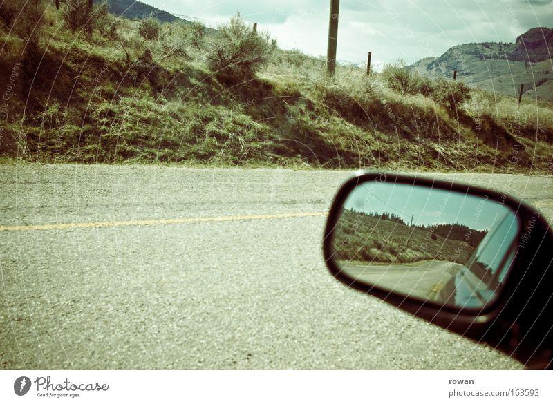 roadmovie Farbfoto Gedeckte Farben Außenaufnahme Menschenleer Textfreiraum unten Textfreiraum Mitte Tag Reflexion & Spiegelung Verkehr Autofahren Straße PKW