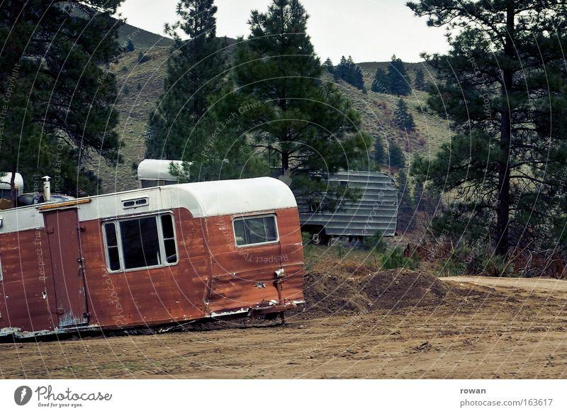 wohnwagenidylle Ferien & Urlaub & Reisen Häusliches Leben Vergänglichkeit Camping Umweltverschmutzung verlieren Schrott Wohnmobil Wohnwagen Müll Schrottplatz