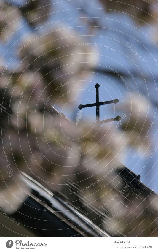 Klare Kirche blau Tod Traurigkeit Denken Metall Kraft ästhetisch authentisch Hoffnung Unendlichkeit fest Kreuz Glaube stark Optimismus nachhaltig